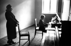 "Elliott Erwitt      Piano Lesson, Odessa, USSR       1957  ""I'm an amateur photographer, apart from being a professional one, and I think maybe my amateur pictures are the better ones."" Elliott Erwitt"