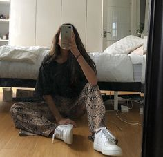 New fashion trends and outfits for teens and young women in 2019 ados coréenne femme haute couture tendance chic Mode Outfits, Fashion Outfits, Womens Fashion, Fashion Belts, Scene Outfits, School Outfits, Fashion Trends, Fashion Ideas, Fashion Accessories