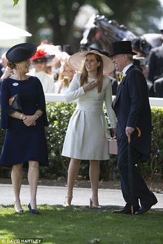 The Duchess of York, who divorced from Prince Andrew 22 years ago, could hardly contain her excitement as the Queen's carriage pulled up at Ascot, as she joined Beatrice and Andrew. Princess Haya, Princess Eugenie, Princess Anne, Sarah Duchess Of York, Duke And Duchess, Elizabeth Ii, White Dress Winter, Eugenie Of York, Sarah Ferguson