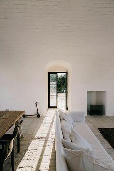 inspiring interior design at Masseria Moroseta b & b in italy. / sfgirlbybay