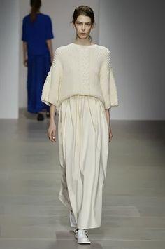 J. JS Lee - London Fashion Week 2014 #LFW #fashion #runway #susanafashionproject