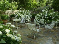 Stone patio and walls, hydrangeas- Alexandre Thomas - Paysagiste