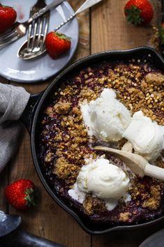Bringebærcrumble med iskrem – Ida Gran-Jansen Acai Bowl, Nom Nom, Pasta, Baking, Breakfast, Sweet, Desserts, Recipes, Drinks