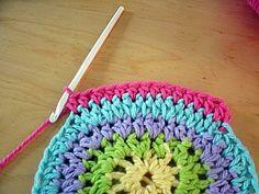 Is this not the cutest dang thing ever? I love owls. Art Au Crochet, Crochet Diy, Crochet Amigurumi, Crochet For Kids, Crochet Crafts, Crochet Projects, Crochet Owl Purse, Crochet Purse Patterns, Crochet Motifs