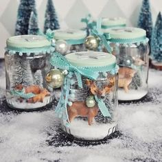 December Let it snow! Make snow globes yourself December Let it snow! Make snow globes yourself Christmas Jars, Christmas Love, Christmas Crafts, Handmade Christmas Decorations, Christmas Tree Themes, Let It Snow, Ideas Hogar, How To Make Snow, Vintage Diy