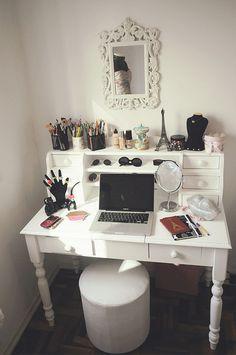 make-up station #LOVE