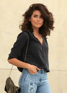 Haircuts woman 2019 - Trends for this year,The only problem is figuring out what cut to get. That's why we address all the girls and present them with ideas of 2019 women haircuts to inspire them. Curly Hair With Bangs, Short Curly Hair, Hair Inspo, Hair Inspiration, Medium Hair Styles, Curly Hair Styles, Elegant Ponytail, Long Layered Hair, Cool Hair Color