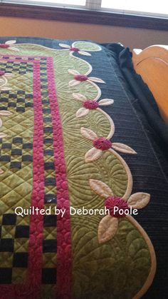 Quilted by Deborah Poole; adapted from Kim Diehl pattern - just loooovely! #quilt #quilting #longarm #machinequilting #tinlizzie18