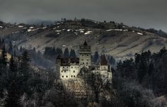 Bran Castle, situated near Bran and in the immediate vicinity of Braşov, is a national monument and landmark in Romania. Camping Photography, Mountain Photography, Castle Ruins, Medieval Castle, Caves, Romanian Castles, Dracula Castle, Outdoor Life, Abandoned Places
