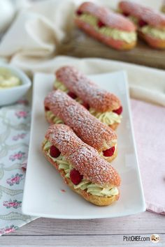 Healthy Dessert Recipes 46649 Eclair with Pistachio Cream and Raspberries Healthy Dessert Recipes, Cupcake Recipes, Baking Recipes, Fun Recipes, Raspberry Desserts, Fancy Desserts, Eclairs, Tiramisu Dessert, Dessert Restaurants