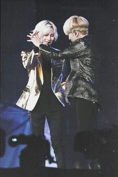 Jonghyun and Taemin couple dancing