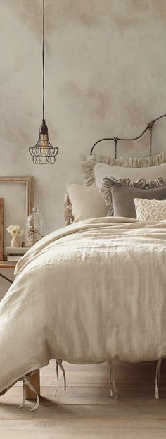 Dreamy Bedrooms Inspiration Cottage Style Bedroom Decor - gorgeous french linen neutral bedding- my two favorites: linen and velvet - Dreamy Bedroom Inspiration, Country Bedroom Design, French Country Bedrooms, Cottage Style Bedrooms, Home Decor, Dreamy Bedrooms, Bedroom Inspirations, Chic Bedroom, Shabby Chic Bedrooms