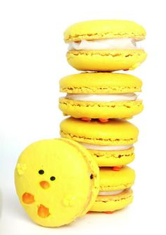 Easter Chick Macarons - For all your Easter cake decorating supplies, please visit http://www.craftcompany.co.uk/occasions/easter.html