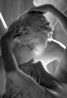 ❥ the kiss. entire statue is @ http://pinterest.com/pin/230246599669584485