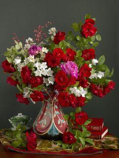 Marianna Lokshina - Bouquet in vase. Amazing Flowers, Beautiful Roses, Beautiful Flowers, Deco Floral, Arte Floral, Beautiful Flower Arrangements, Floral Arrangements, Flower Vases, Flower Art