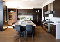 cocina con comedor integrado para ganar espacio de apoyo y guardado en cocina