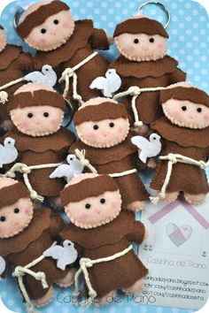 New baby crafts christmas felt tree Ideas Christmas Makes, Felt Christmas, Christmas Crafts, Christmas Ornaments, New Baby Crafts, Diy And Crafts, Quilted Ornaments, Felt Ornaments, Diy Children's Books