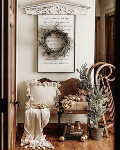 53 Inspiring Farmhouse Christmas Entryway Design Ideas For The Latest Style Desi. 53 Inspiring Farmhouse Christmas Entryway Design Ideas For The Latest Style Designs 53 Inspiring F 10 Days Of Christmas, Merry Little Christmas, Christmas Home, Vintage Christmas, Christmas Holidays, Christmas Decorations, Christmas Ideas, Christmas Images, Christmas Design