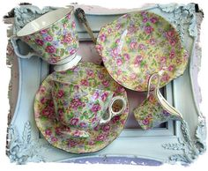❥ english roses ....it looks like they used a picture frame for a serving tray.