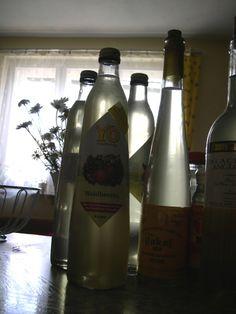 Bazový sirup...ako na to - Mirka Viskupová (Szabová) (blog.sme.sk) Vodka Bottle, Drinks, Blog, Syrup, Drinking, Beverages, Drink, Blogging, Beverage