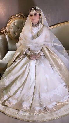 Beautiful Pakistani Dresses, Pakistani Formal Dresses, Shadi Dresses, Pakistani Wedding Outfits, Bridal Outfits, Muslimah Wedding Dress, Asian Wedding Dress, Wedding Dresses For Girls, Pakistani Bridal Makeup Red