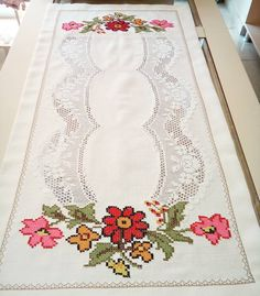 814 Likes, 28 Comments - Musta Cross Stitch Flowers, Cross Stitch Patterns, Filet Crochet, Crochet Hats, Bargello, 3d Paper, Cutwork, Crochet Designs, Diy And Crafts