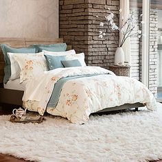 Invite luxury and beauty into your bedroom with the Bellora Luxury Italian-Made Asami Duvet Cover. With peony blooms in vibrant hues, the duvet cover is inspired by the Japanese pictorial arts and crafted in Italy to meet your highest expectations.