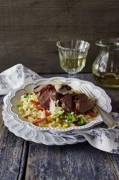 Unser beliebtes Rezept für Gemüse-Risotto mit glasiertem Balsamico-Schweinefilet und mehr als 55.000 weitere kostenlose Rezepte auf LECKER.de.