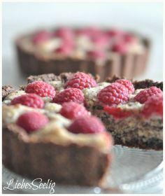 Raspberry-chocolate-tarlets with hazelnuts...a delicious gluten free treat! ---- Schokoladige Himbeertartelettes mit Haselnüssen - köstlich und glutenfrei