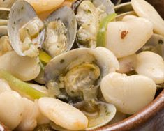 Fabada Asturiana con Almejas Potato Salad, Garlic, Potatoes, Meat, Chicken, Vegetables, Ethnic Recipes, Food, Clams