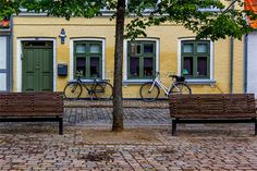 https://www.boligdeal.dk/blogs/masser-af-ledige-ejerlejligheder-i-odense.aspx Der er et stort udvalg af ejerlejligheder i Odense og isærer efterspørgslen på ejerlejligheder høj op mod sommer, hvor den står for studiestart for mange studerende. Siden 2007 har Odense haft et stigende antal tilflyttere, hvorfor der er større kap om ejerlejligheder i Odense i dag end der var tidligere.