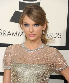 Taylor Swift Taylor Swift 13, Celebrity Makeup, Celebs, Celebrities, Selena Gomez, Red Carpet, Hair Beauty, Make Up, People