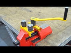 Roller Bender for use in a Vice - Homemade - Rundbiegemaschine Metal Bending Tools, Metal Working Tools, Metal Tools, Metal Projects, Welding Projects, Homemade Tools, Diy Tools, Metal Fabrication Tools, Ring Roller