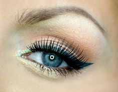 Emerald eyeliner ombre look by aniqua makeup using Makeup Geek's eyeshadows in Beaches and Cream, Creme Brûlée, Ocean Breeze, Sea Mist, and Vanilla Bean, along with Mystic gel liner.