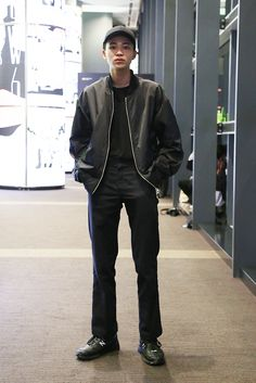 【スナップ】シトウレイや中田圭祐らメンズモデルが多数来場 2016-17年秋冬東京ファッション・ウイーク最終日 3 / 21 Tokyo Fashion, Urban Fashion, Men's Fashion, Fasion, Bomber Jacket, Normcore, Street Style, Japan, Boys