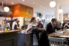 In unseren Bistros am Viktualienmarkt und am Herkomerplatz zaubern Christian Lindner und Franz Zauner gemeinsam mit ihrem Team in der offenen Küche kleine und größere Gerichte zum Mittagessen. Das geht ganz schnell und schmeckt so gut. Das Besondere: Hier kochen zwei Originale mit sauguten Lebens-Mitteln, viel Kreativität, Erfahrung und Leidenschaft alles frisch vor Ihren Augen... Read » Munich Food, Bistros, Home Decor, Open Plan Kitchen, Little Kitchen, Passion, Eat Lunch, Fresh, Eyes