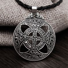 Vinkings Large Celtic Knot Necklace