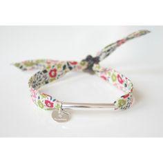 "Bracelet en tissu liberty ""Fairford"" multicolore avec tube en argent Cute Jewelry, Jewelry Crafts, Jewelry Art, Jewelry Bracelets, Jewelry Accessories, Handmade Jewelry, Jewelry Design, Diy Schmuck, Schmuck Design"