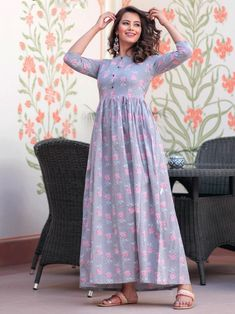 Irresistible purple maslin digital printed gown online available at Inddus.com. Shop this alluring gown for upcoming parties and grand events. Indian Dresses For Girls, Girls Dresses, Lavender Gown, Gown Suit, Lehenga Style, Printed Gowns, Anarkali Dress, Gowns Online, Girl Online