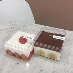Cool take home containers for premade sundaes Cafe Menu, Cafe Food, Cute Desserts, Dessert Recipes, Dessert Packaging, Food Packaging Design, Bottle Cake, Dessert Boxes, Bakery Cafe