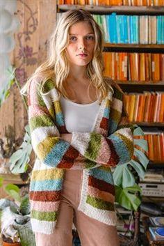 Knit striped cardigan in alpaca - free pattern # free pattern Knit striped cardigan . - Lilly is Love Knitting Patterns Free, Knit Patterns, Diy Knitting Cardigan, Pullover Design, String Bag, Knitwear Fashion, Striped Cardigan, Drops Design, Alpaca Wool