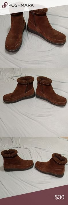 Lands end brown leather snow boots size 8.5 Used as house shoes. Only imperfection is the water spill on the top left toe, Sherpa lining completely covers feet and toes top to bottom. Rated -30 degrees. I usually wear a size 9 and these are perfect with thick wool socks. Lands' End Shoes Moccasins