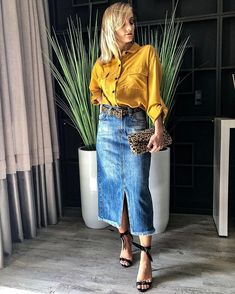 Casual Work Outfits, Modest Outfits, Trendy Outfits, Cool Outfits, Denim Skirt Outfits, Midi Skirt Outfit, Skirt And Top Dress, Double Denim Looks, Jeans Rock