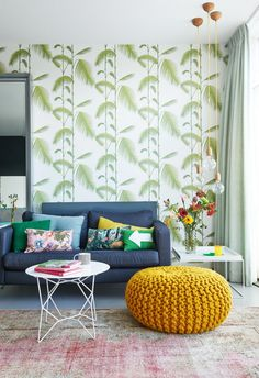 Living room with a mix of patterns and bright colors | Styling Femke Dekker-ter Meulen | Photographer James Stoker | vtwonen August 2015