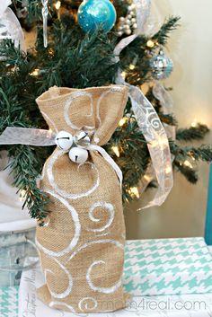DIY Stenciled Burlap Wine Gift Bag -tutorial.