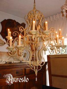 Franse hanglamp - Anresto : Frans geïnspireerde hanglamp met een kroon in smeedijzer. Model 18de eeuws. Wordt op maat met de hand gemaakt en afgewerkt in de kleur naar keuze. www.antiek-anresto.be | anresto