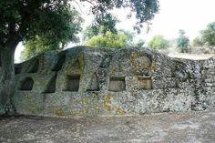 Pietra scavata in località.S.Stefano -Oschiri - Sardegna/Sardinia/ Cerdeña.