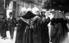 Mantillas tradicionales para ir a misa. Galicia. España