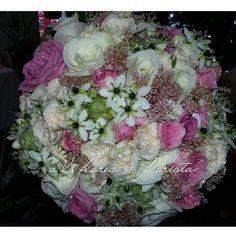 Bouquet de ornitugalium, rosas e astible