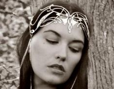 collection of the most gorgeous pieces for your elvish characterization. From head circlets and crowns to brooches and belts, it features a collection of accesories that would add the final touch  of your lotr crown.
